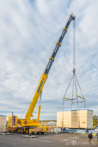 what is a mobile crane