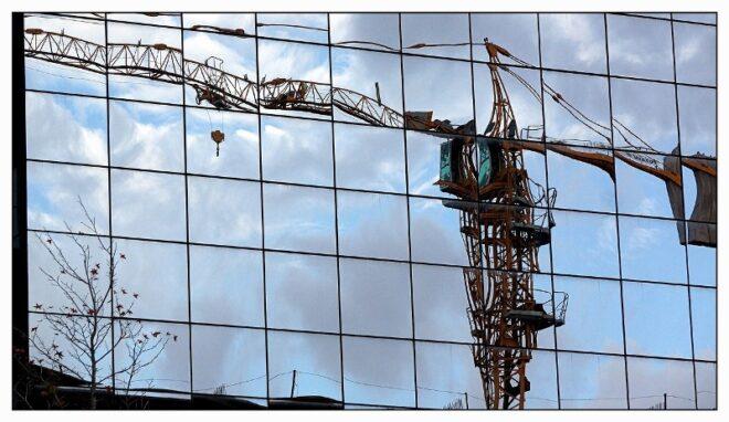 GRUA CONSTRUCCION