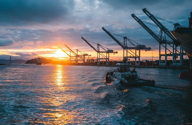 Grúas portuarias de carga y descarga