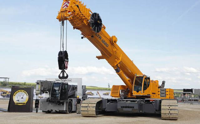 LIEBHERR CRAWLER CRANE lr 13000 ▷ construction machinery