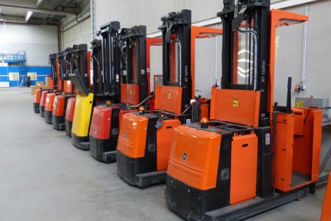 how to operate a stand up forklift