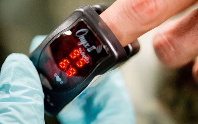 Which finger is best for pulse oximeter?